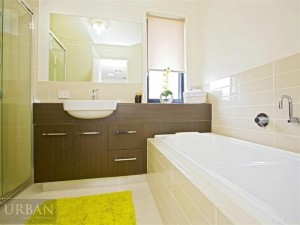 2014_November_24_Glenmore Park_For Lease_2-47 Camellia Ave_Bathroom