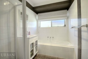 2014_November_25_Glenmore Park_For Lease_4MuirfieldCres_Bathroom