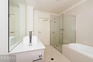 2015_Jan_12_Castel_Castle_Hill_For_Sale_30SanGiorgio_Bathroom