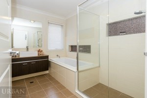 2015-January-The-Ponds-Bathroom